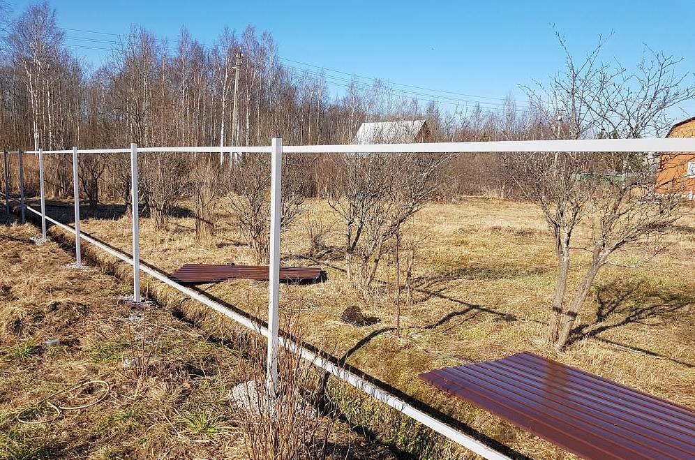 Забор из профнастила своими руками со столбиками методика секреты сборки